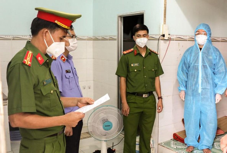 Tin nong 8/10: Phat hien nguoi dan ong tu vong trong tu the nam ngua-Hinh-8