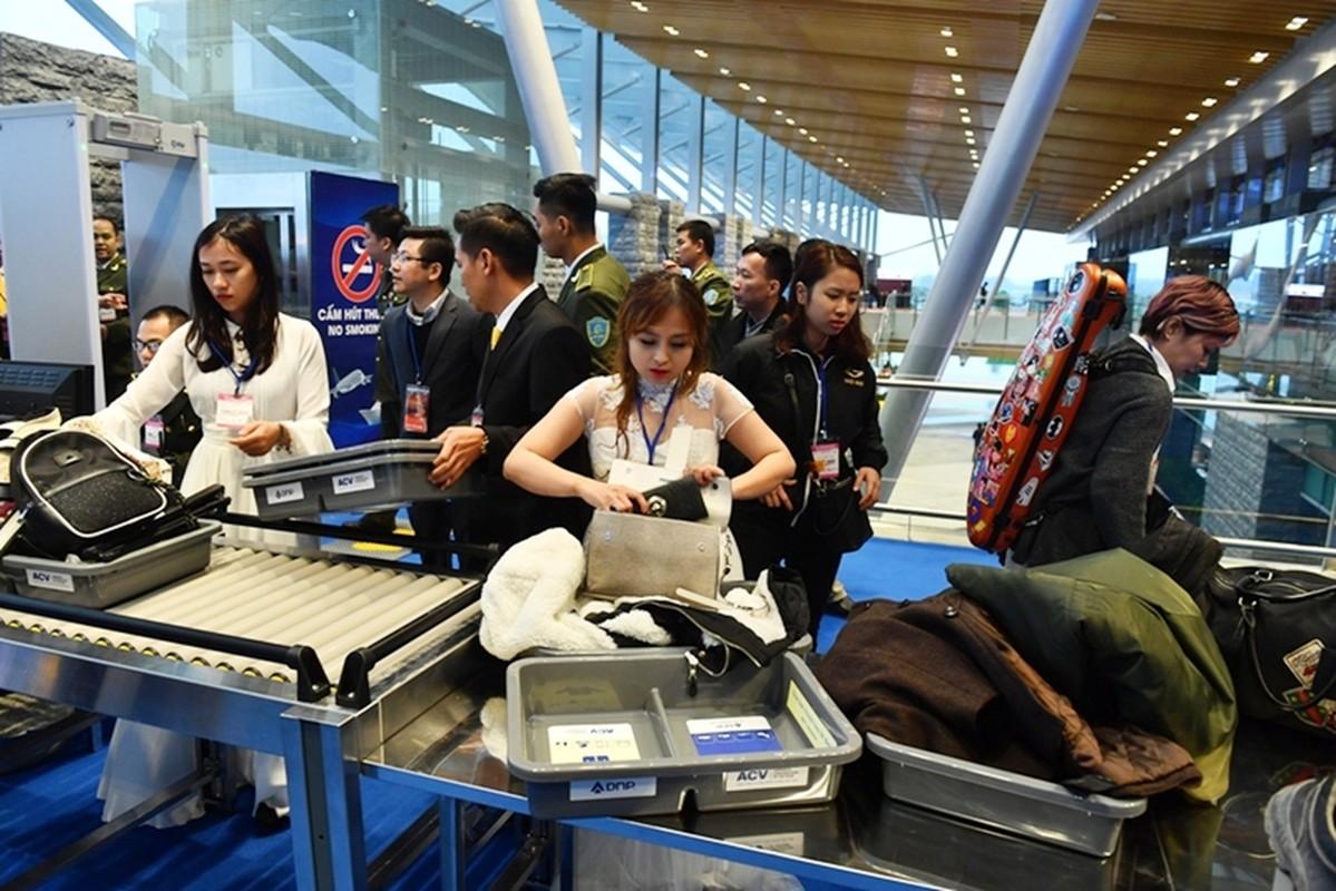 Thu tuong Nguyen Xuan Phuc di chuyen bay dau tien xuong Van Don-Hinh-11