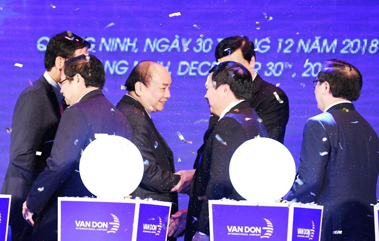 Thu tuong Nguyen Xuan Phuc di chuyen bay dau tien xuong Van Don-Hinh-7