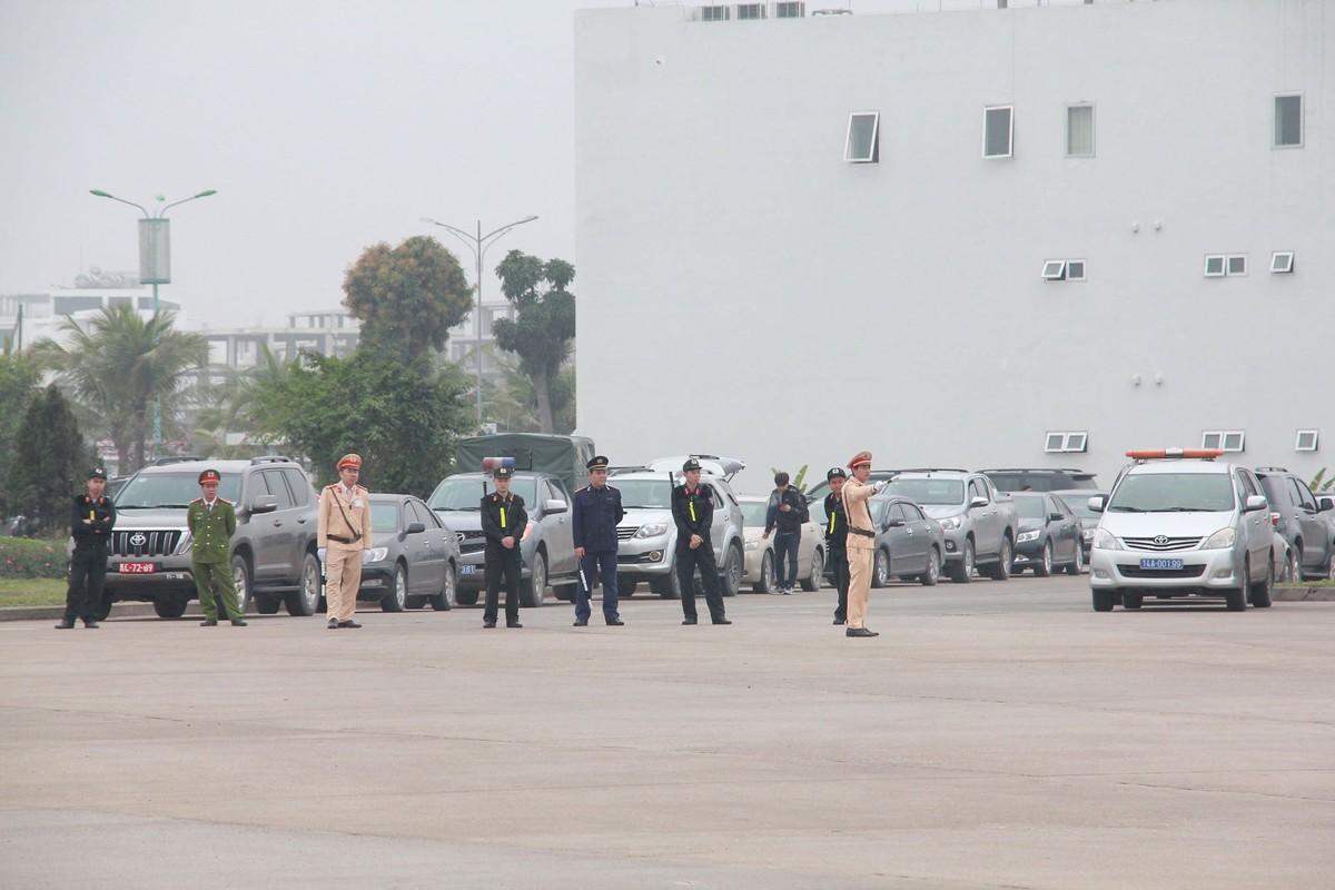 Chum anh: Phai doan Trieu Tien roi khach san Melia Ha Noi di dau sang nay?-Hinh-3