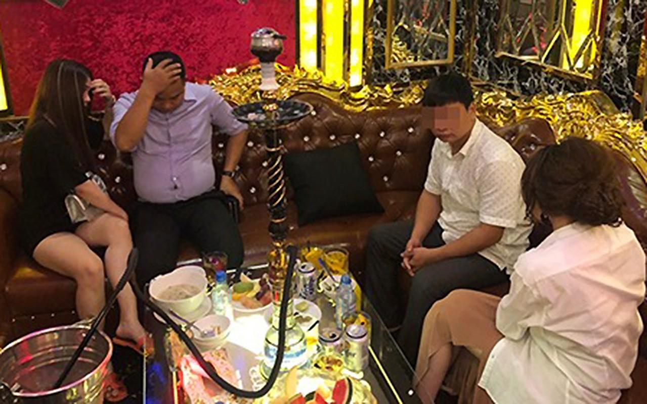 "Vach tran cac ""dong mai dam"" nup bong spa, karaoke khap Viet Nam-Hinh-12"