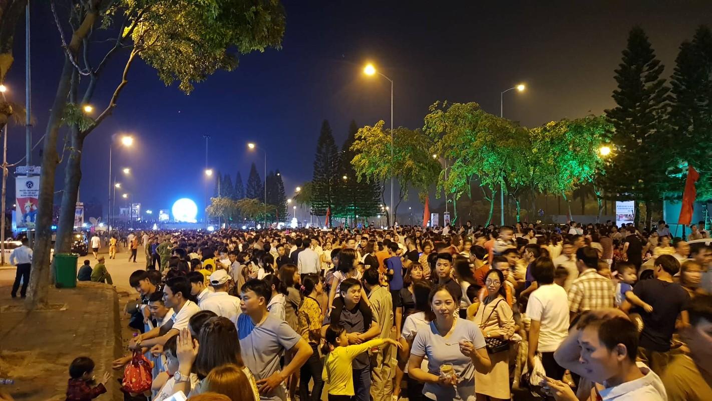 Hang van nguoi du le cong bo quyet dinh TP Hai Duong dat tieu chi do thi loai I-Hinh-16