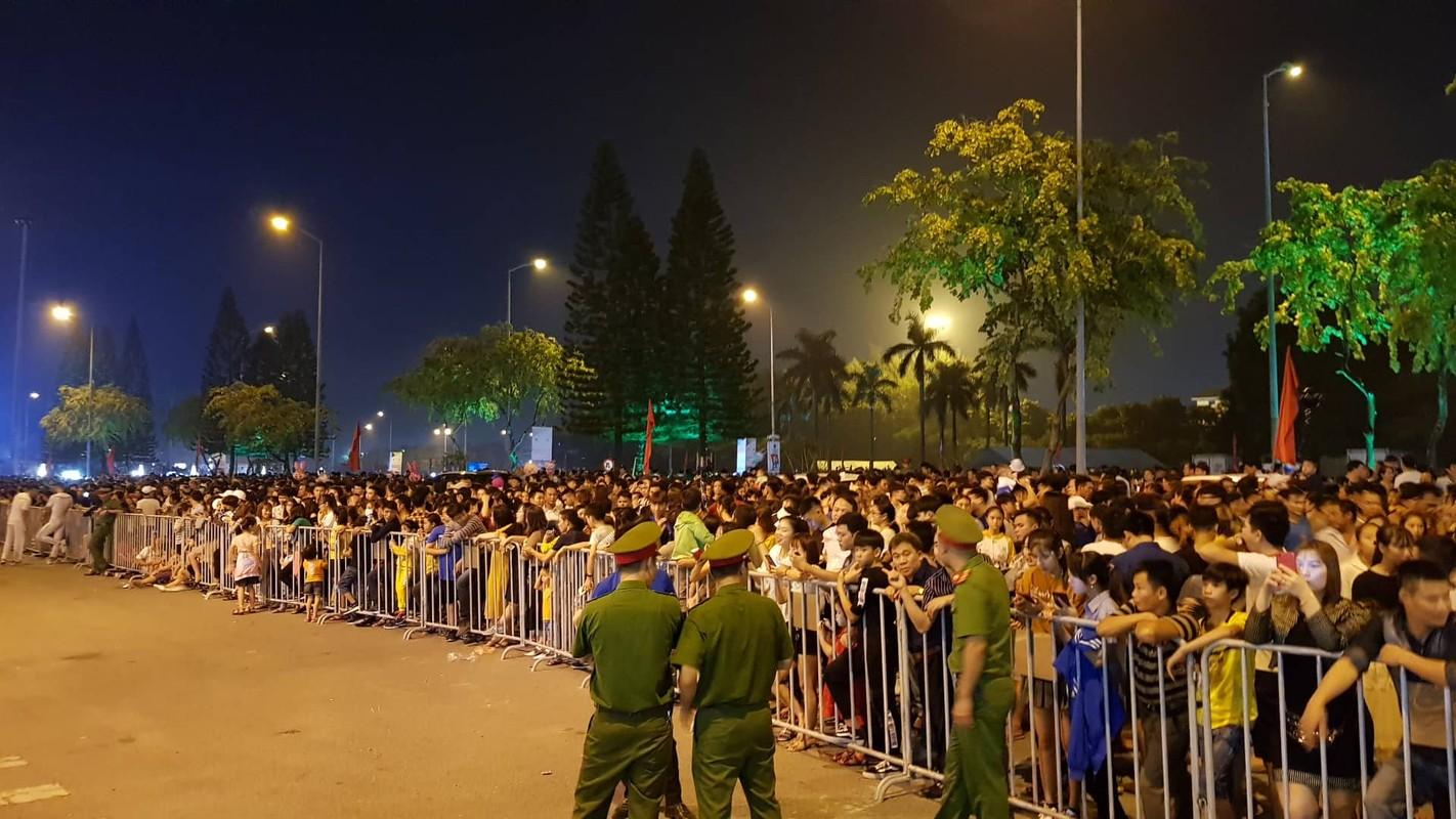 Hang van nguoi du le cong bo quyet dinh TP Hai Duong dat tieu chi do thi loai I-Hinh-20