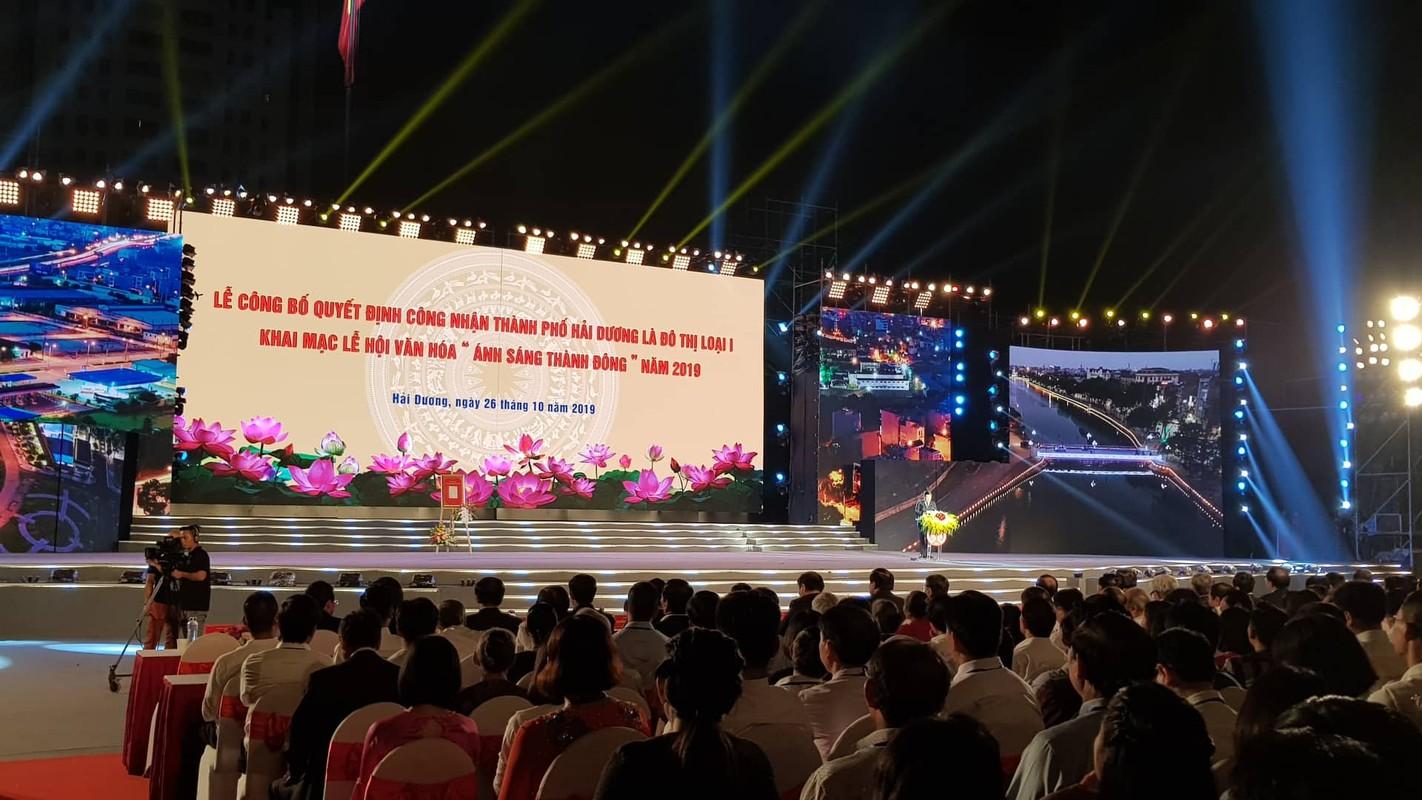 Hang van nguoi du le cong bo quyet dinh TP Hai Duong dat tieu chi do thi loai I-Hinh-5