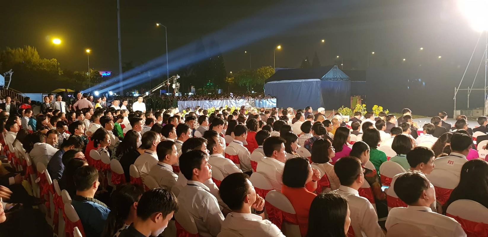 Hang van nguoi du le cong bo quyet dinh TP Hai Duong dat tieu chi do thi loai I-Hinh-10