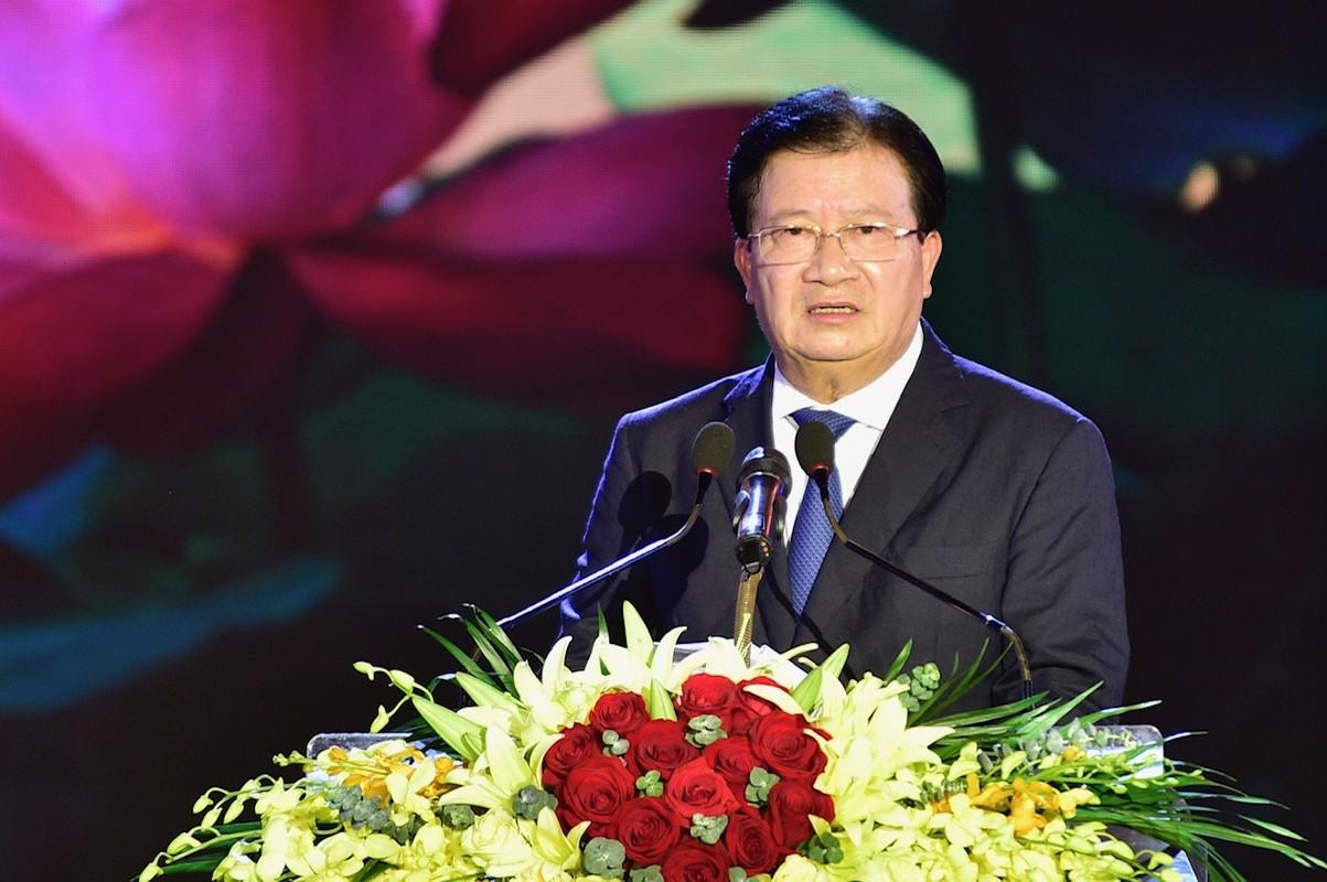 Hang van nguoi du le cong bo quyet dinh TP Hai Duong dat tieu chi do thi loai I-Hinh-4