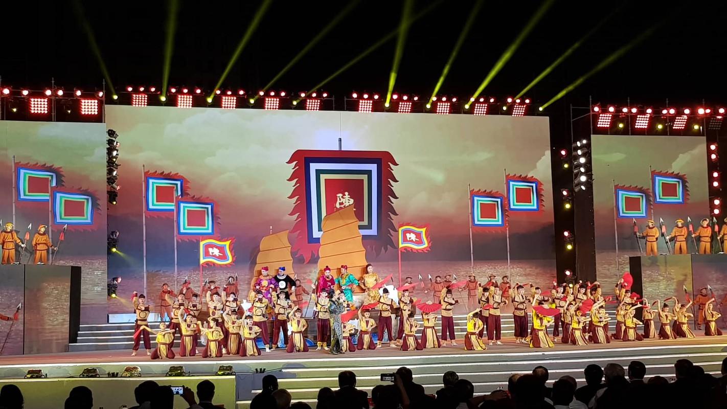 Hang van nguoi du le cong bo quyet dinh TP Hai Duong dat tieu chi do thi loai I-Hinh-9