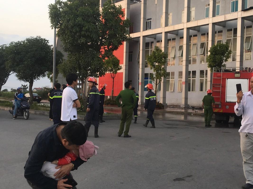 Chay Benh vien Nhi Hai Duong, nguoi nha benh nhan hoang loan-Hinh-12