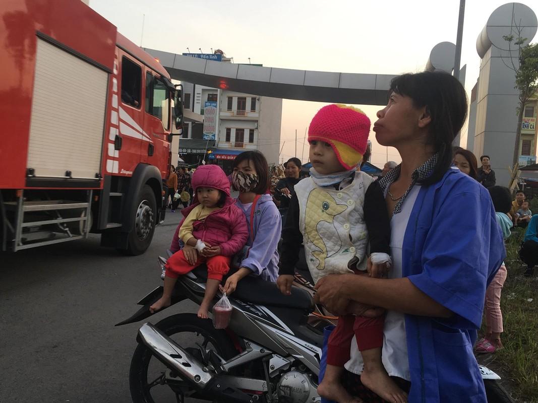 Chay Benh vien Nhi Hai Duong, nguoi nha benh nhan hoang loan-Hinh-14