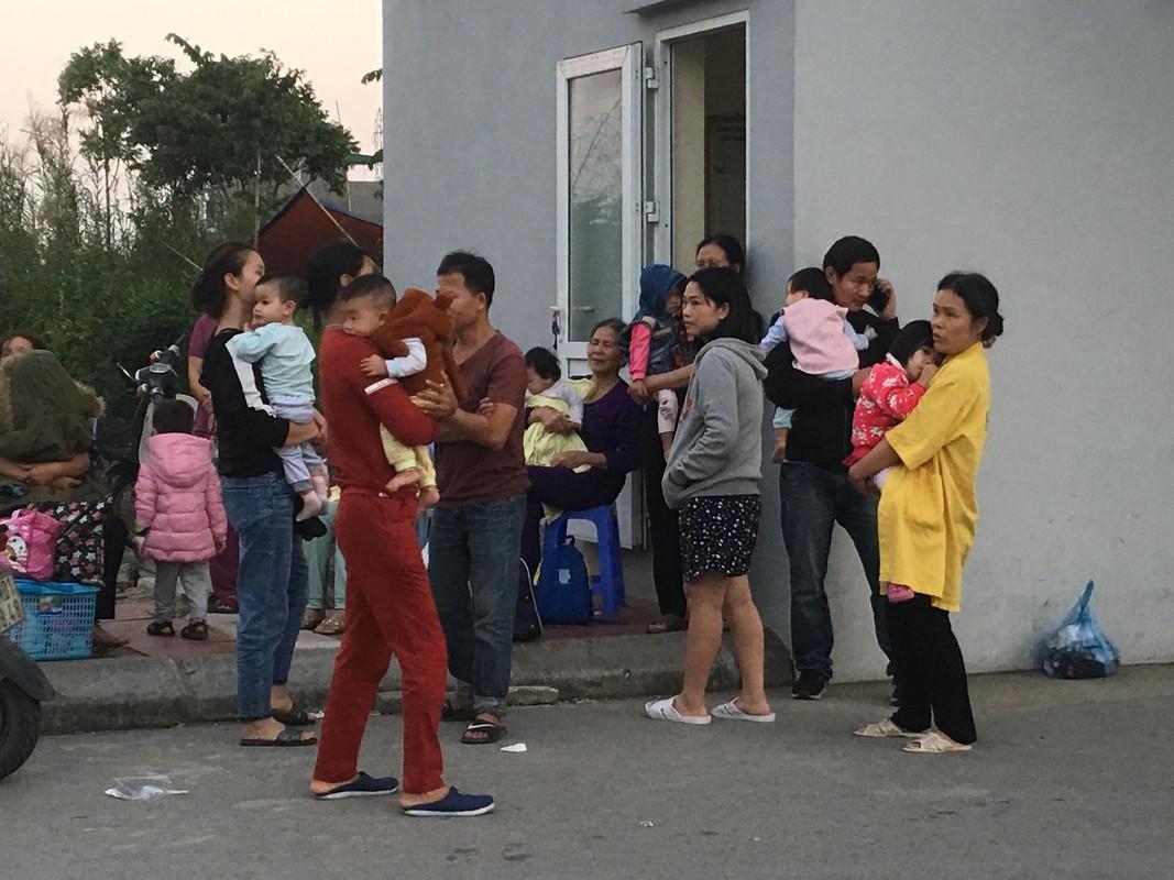 Chay Benh vien Nhi Hai Duong, nguoi nha benh nhan hoang loan-Hinh-15