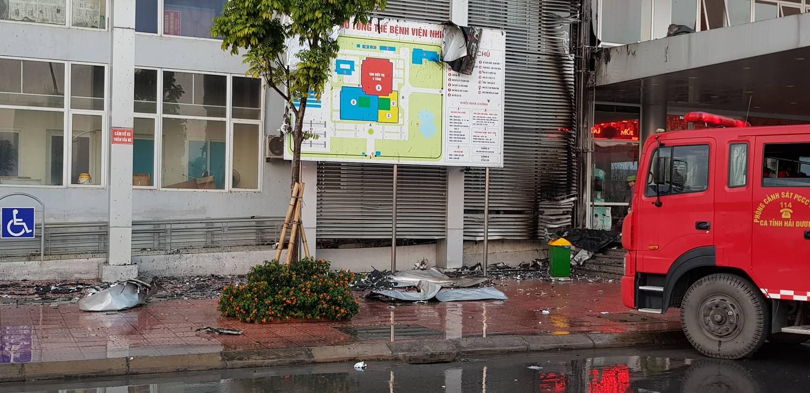 Chay Benh vien Nhi Hai Duong, nguoi nha benh nhan hoang loan-Hinh-6