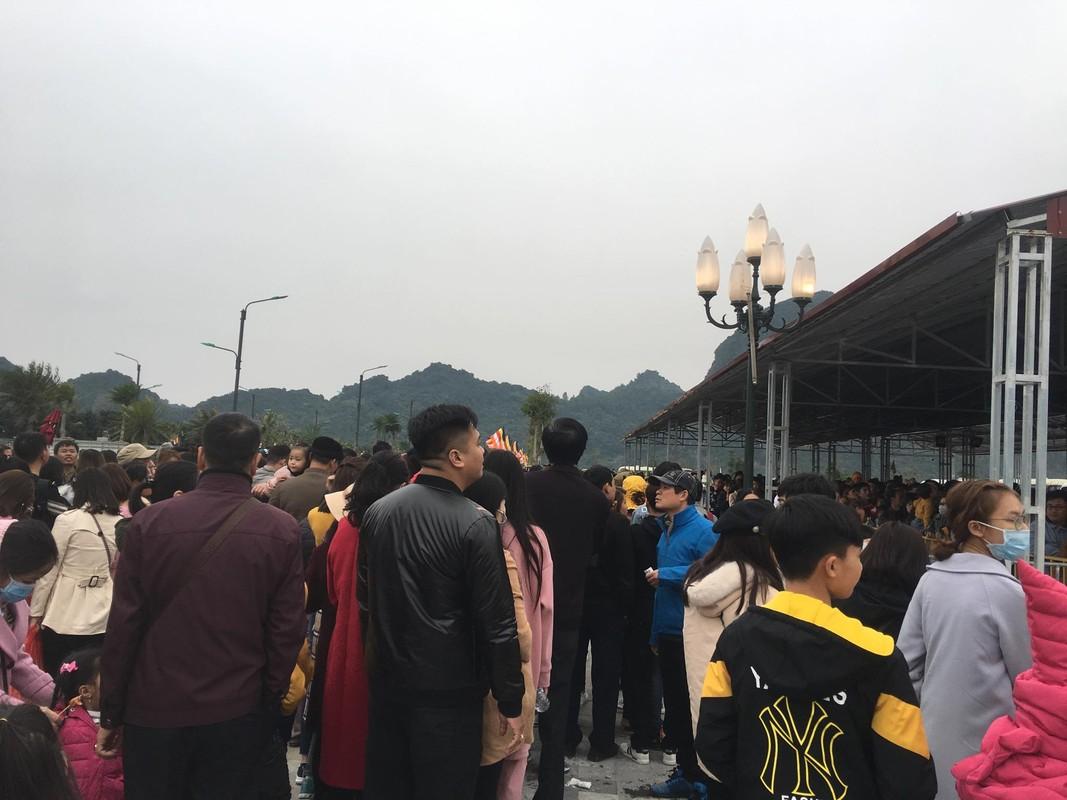 200 nghin/ve du thuyen chua Tam Chuc, nghin nguoi che dat van chen chuc len thuyen-Hinh-14