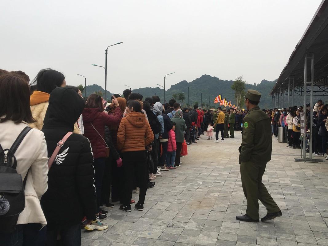 200 nghin/ve du thuyen chua Tam Chuc, nghin nguoi che dat van chen chuc len thuyen-Hinh-16