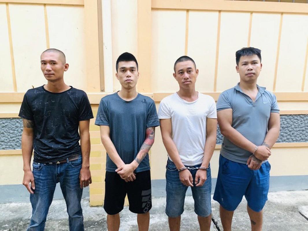 Tin nong ngay 4/10: Bat nhom nguoi dung gay danh con no den da chan thuong