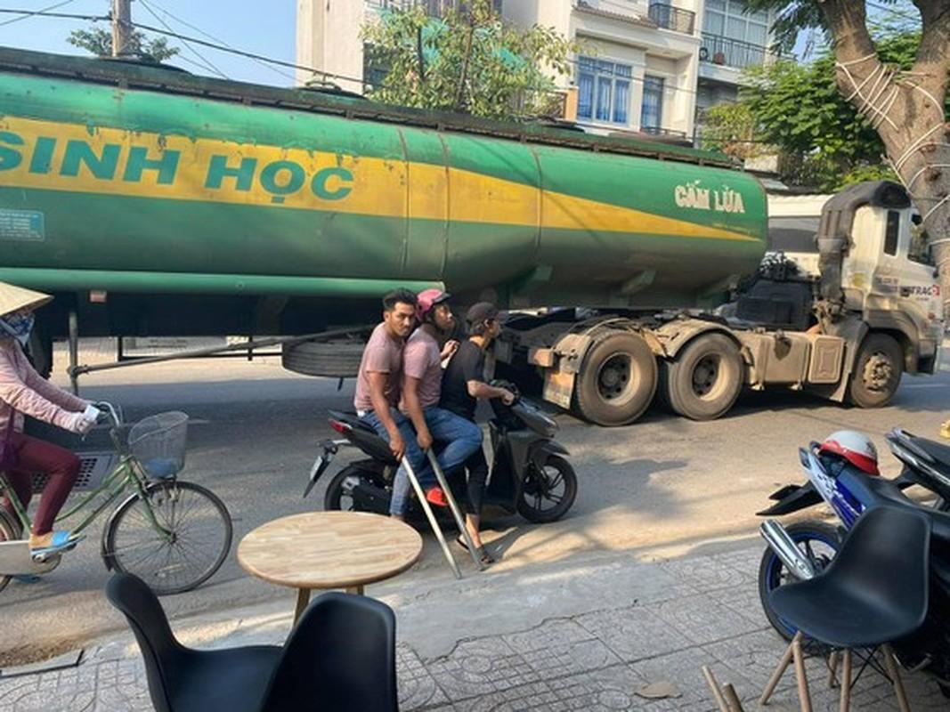 Tin nong ngay 10/1: Om binh gas doi tu sat vi me khong cho tien di choi-Hinh-7
