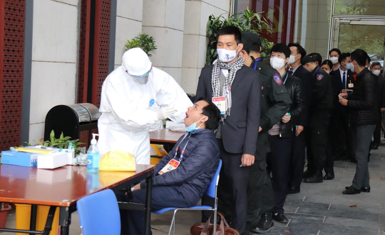 Xet nghiem COVID-19 cho cac nha bao, can bo phuc vu Dai hoi Dang lan thu XIII-Hinh-5