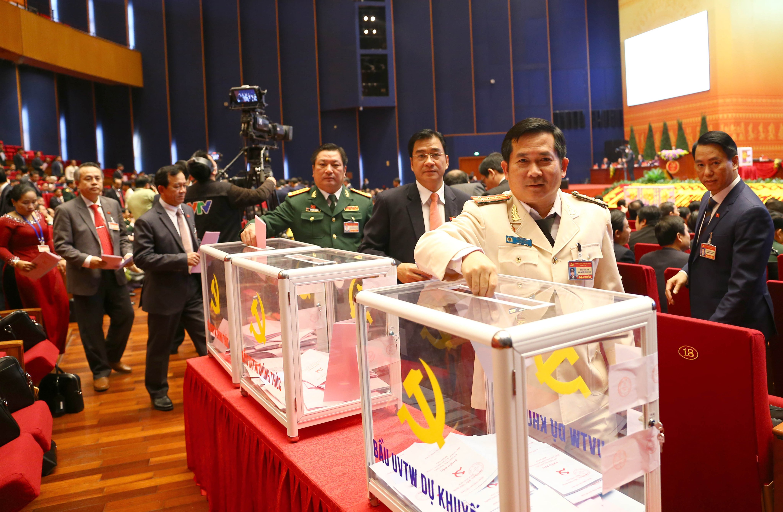 Anh: Cac dai bieu bo phieu bau Ban Chap hanh Trung uong khoa XIII-Hinh-12