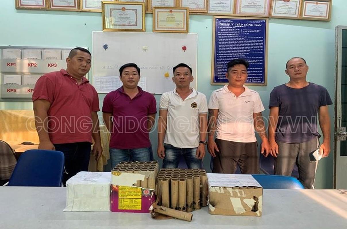 Dong Nai: Xu ly 118 doi tuong tang tru, dot phao trai phep dem giao thua-Hinh-9