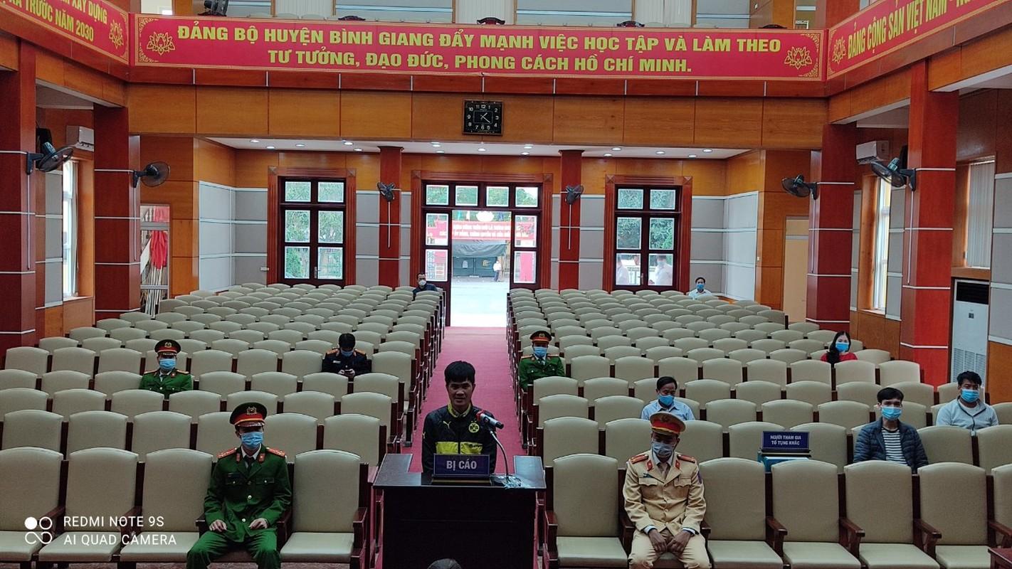 Cai ket cua doi tuong dam Pho cong an tai chot kiem soat COVID-19-Hinh-2