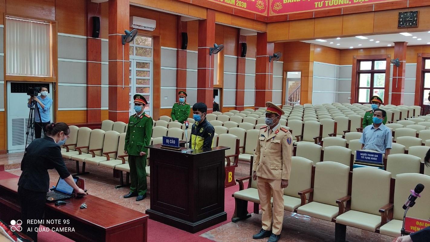 Cai ket cua doi tuong dam Pho cong an tai chot kiem soat COVID-19-Hinh-5