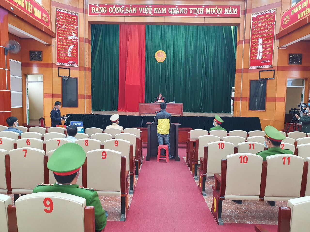 Cai ket cua doi tuong dam Pho cong an tai chot kiem soat COVID-19-Hinh-6