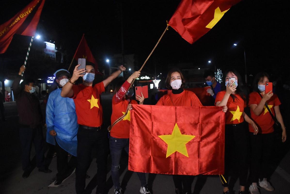 """Nguoi dan Chi Linh ho vang """"chien thang"""", TP.Hai Duong """"an mung"""" het cach ly xa hoi-Hinh-3"""