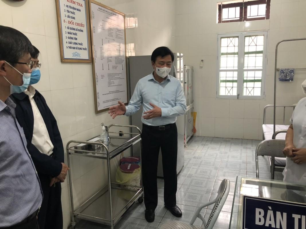 Hai Duong: Uu tien phu nu tiem vaccine COVID-19 truoc nhan ngay 8/3-Hinh-2