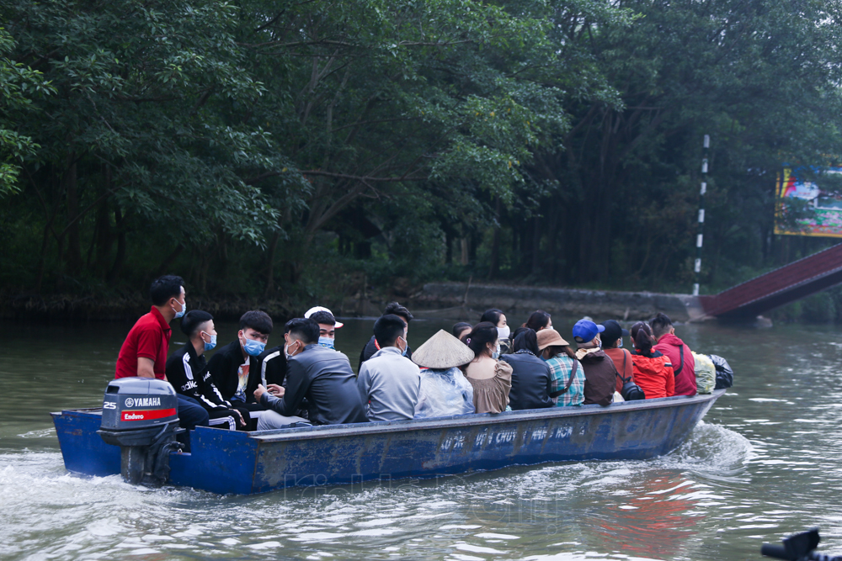 Chua Tam Chuc, chua Huong ken cung nguoi di le: