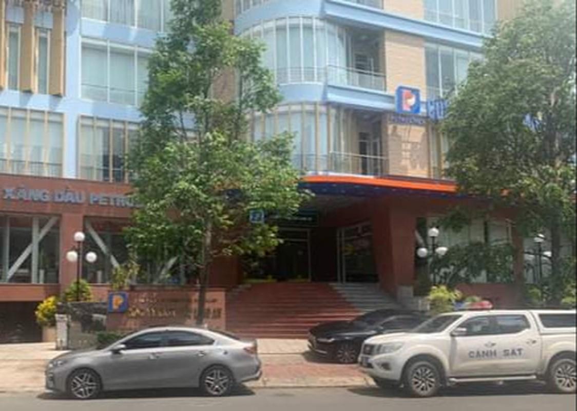 Vu xang gia Dong Nai: Bat tam giam mot lanh dao Petrolimex Long An-Hinh-2