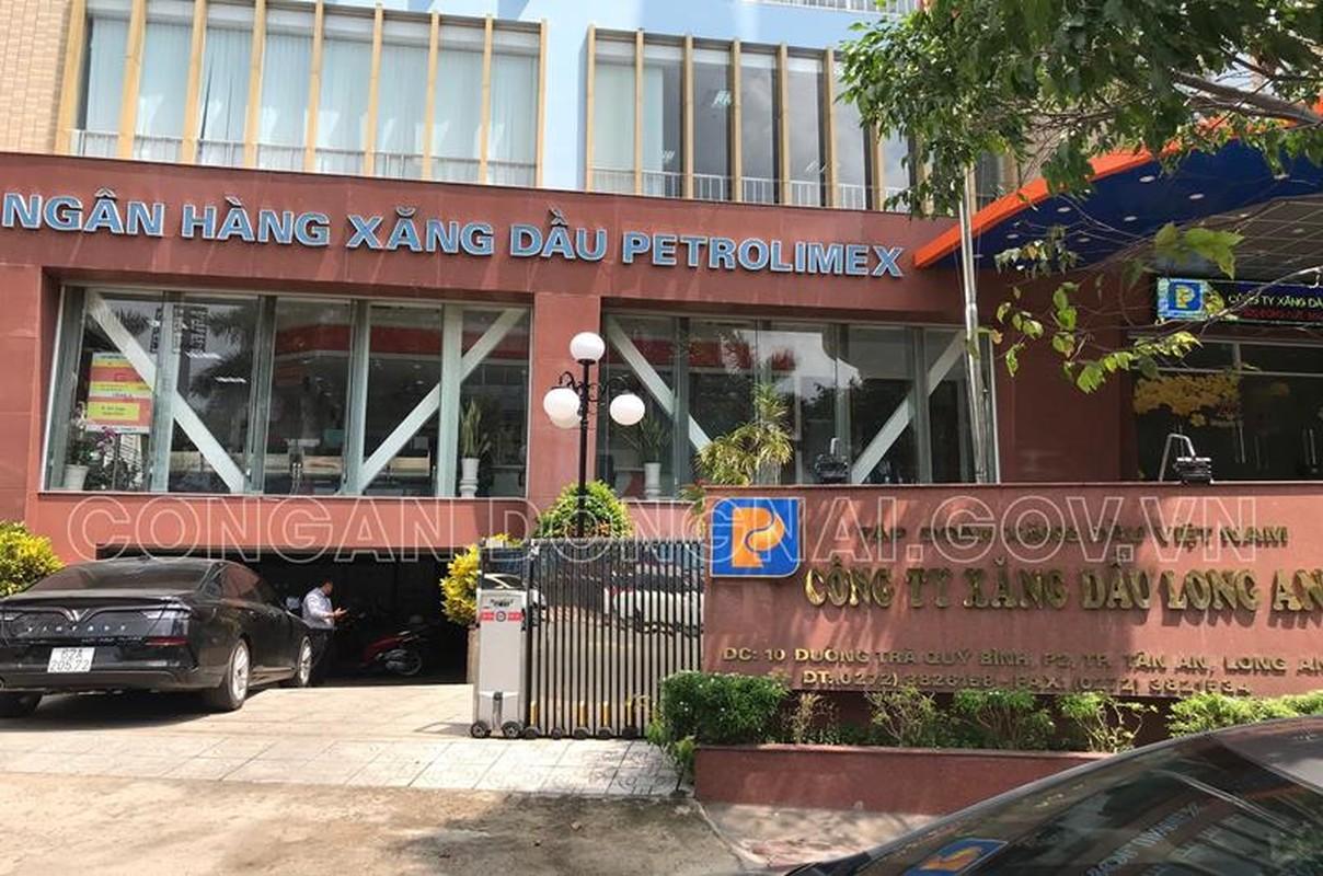Vu xang gia Dong Nai: Bat tam giam mot lanh dao Petrolimex Long An