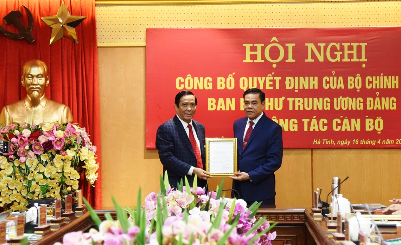 Thieu tuong Vo Trong Hai duoc bau giu chuc Chu tich UBND tinh Ha Tinh-Hinh-3