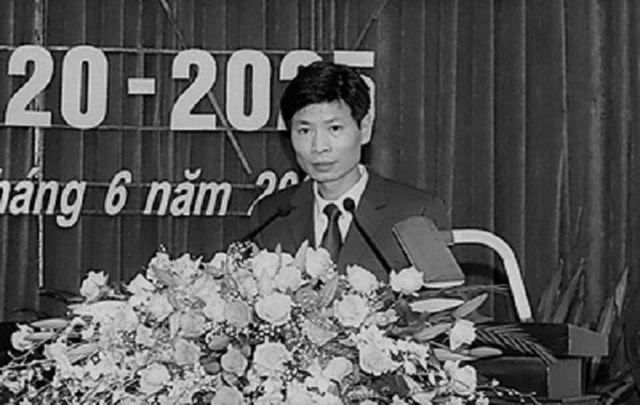 Tin nong ngay 27/4: Ga tiep vien nu bat thanh, danh nhan vien karaoke-Hinh-3