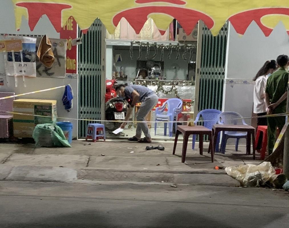 Tin nong ngay 27/4: Ga tiep vien nu bat thanh, danh nhan vien karaoke-Hinh-5