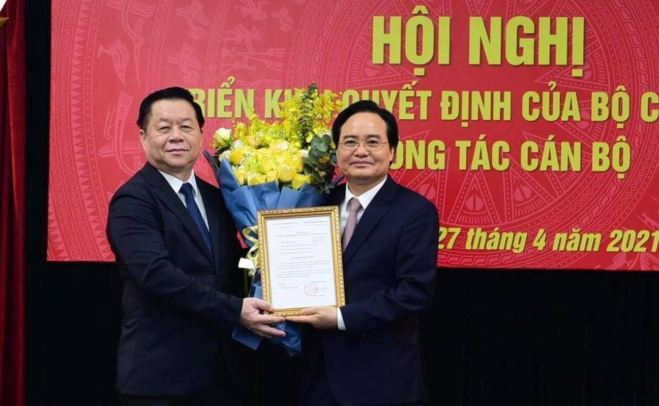 Ong Phung Xuan Nha giu chuc Pho Truong Ban Tuyen giao Trung uong
