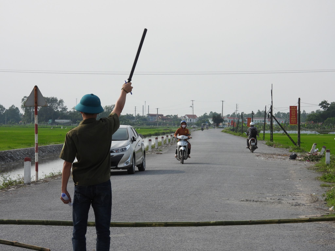 Phong toa noi o cua ca mac COVID-19 tai Ha Nam, dong cua KDL Tam Chuc-Hinh-15