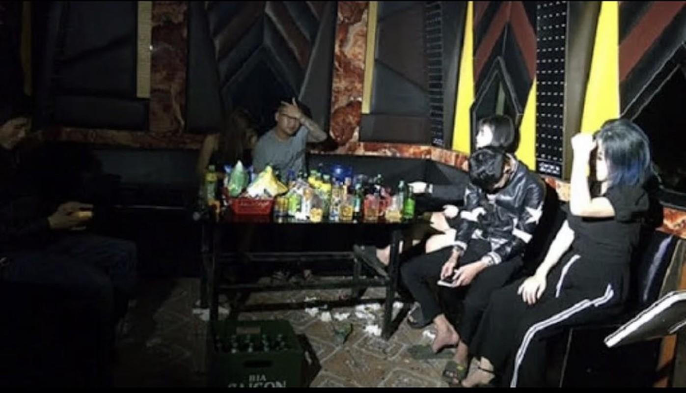 "Diem mat cac quan karaoke bat tuan ""lenh cam"", len lut hoat dong-Hinh-5"