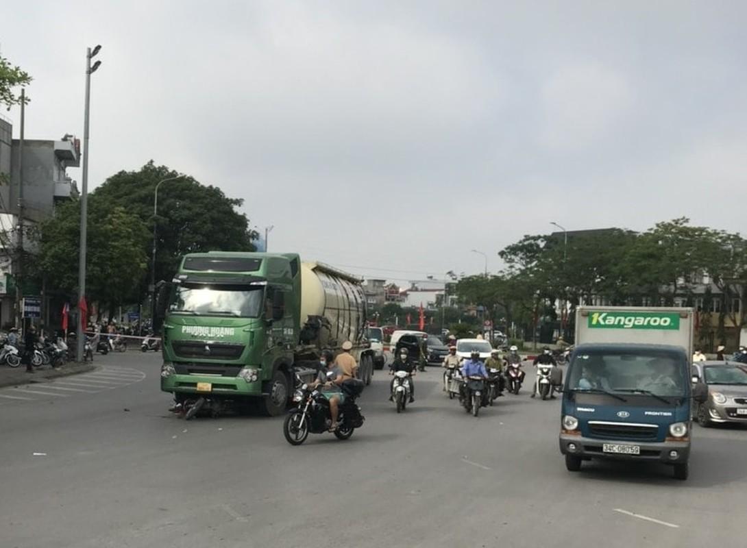 Xe bon Phuong Hoang va cham xe mo to, nguoi dan ong tu vong-Hinh-4