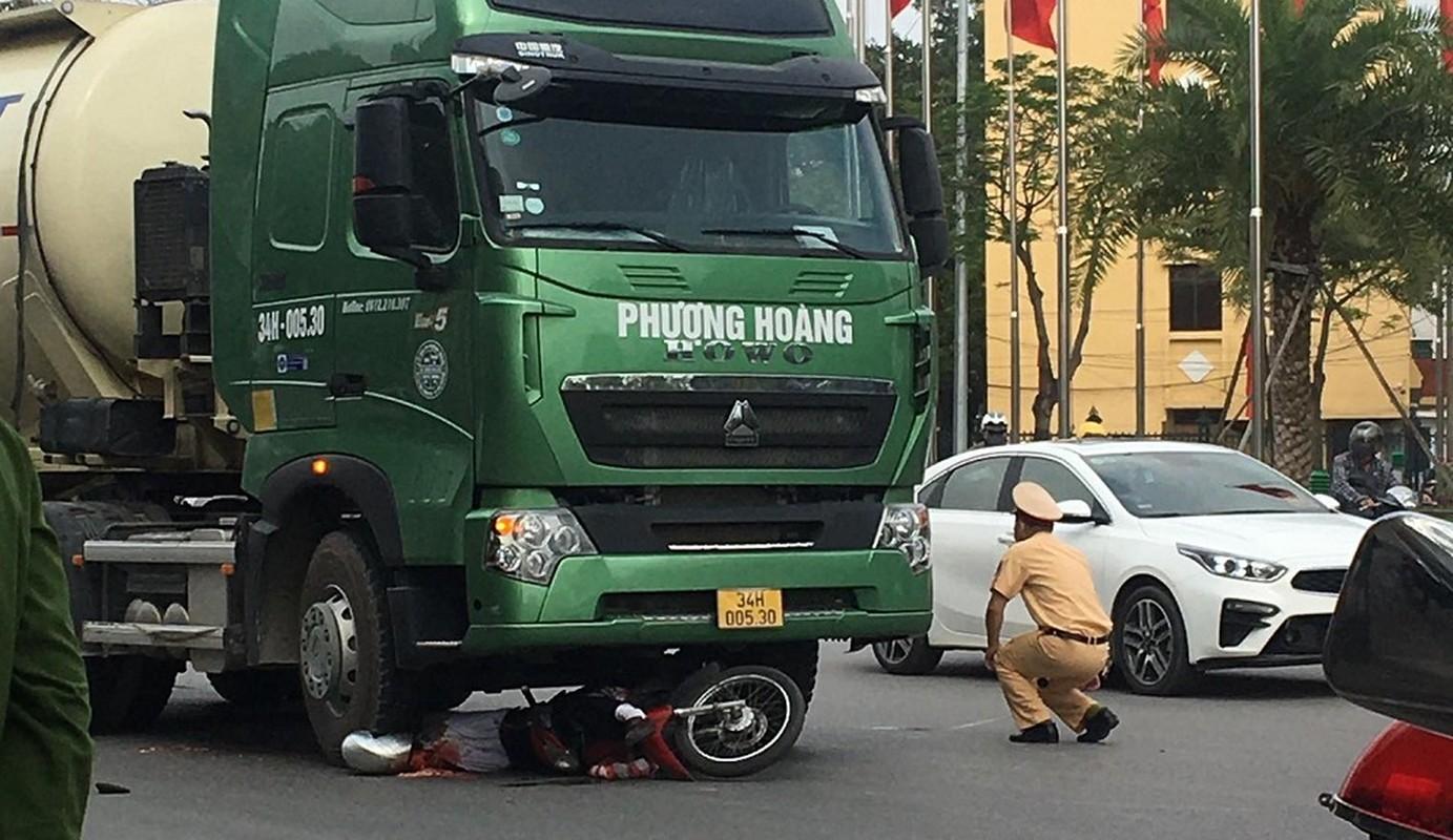 Xe bon Phuong Hoang va cham xe mo to, nguoi dan ong tu vong-Hinh-5