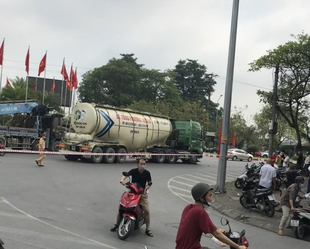 Xe bon Phuong Hoang va cham xe mo to, nguoi dan ong tu vong-Hinh-6