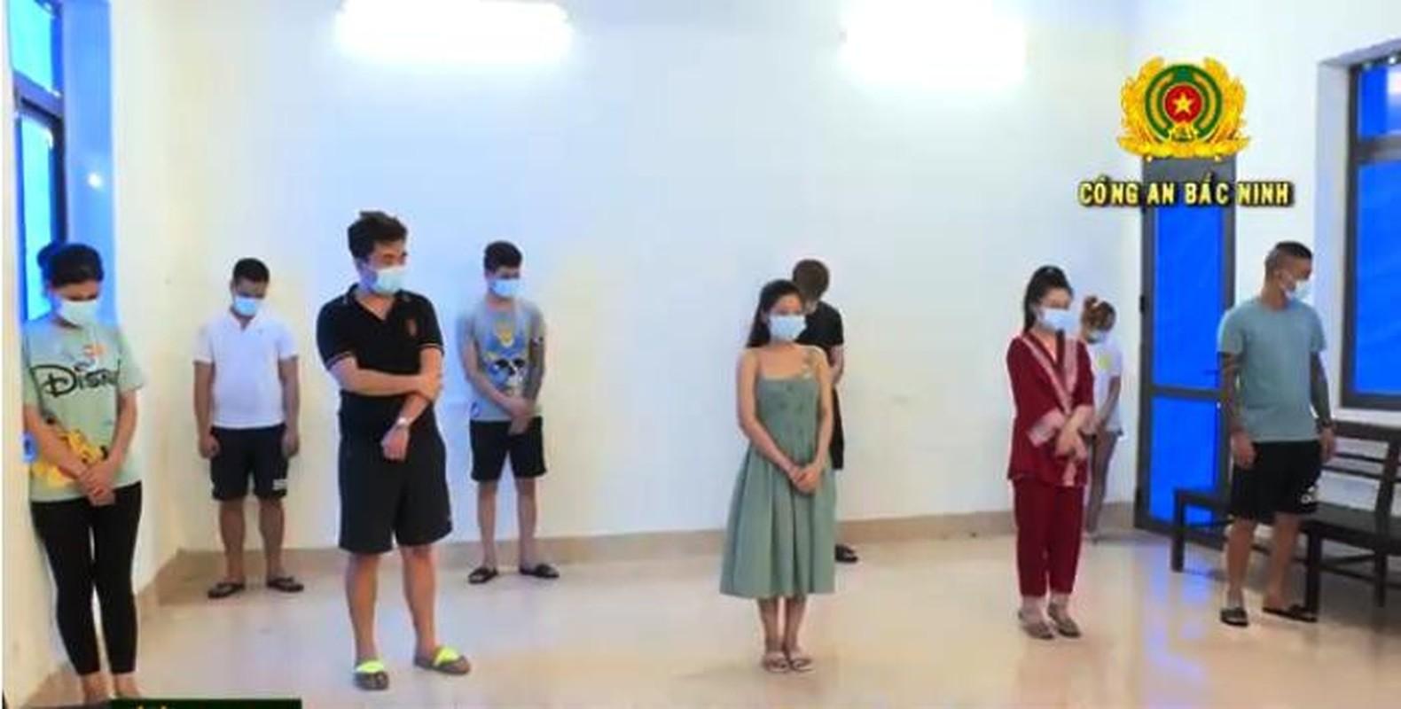 Tin nong ngay 12/6: Chu tro Bac Giang cung 6 nguoi nhau xem bong da-Hinh-7