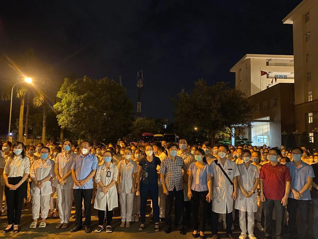 Nu sinh Hai Duong khong the ve chiu tang bo vi dang chong dich tai TP HCM-Hinh-9