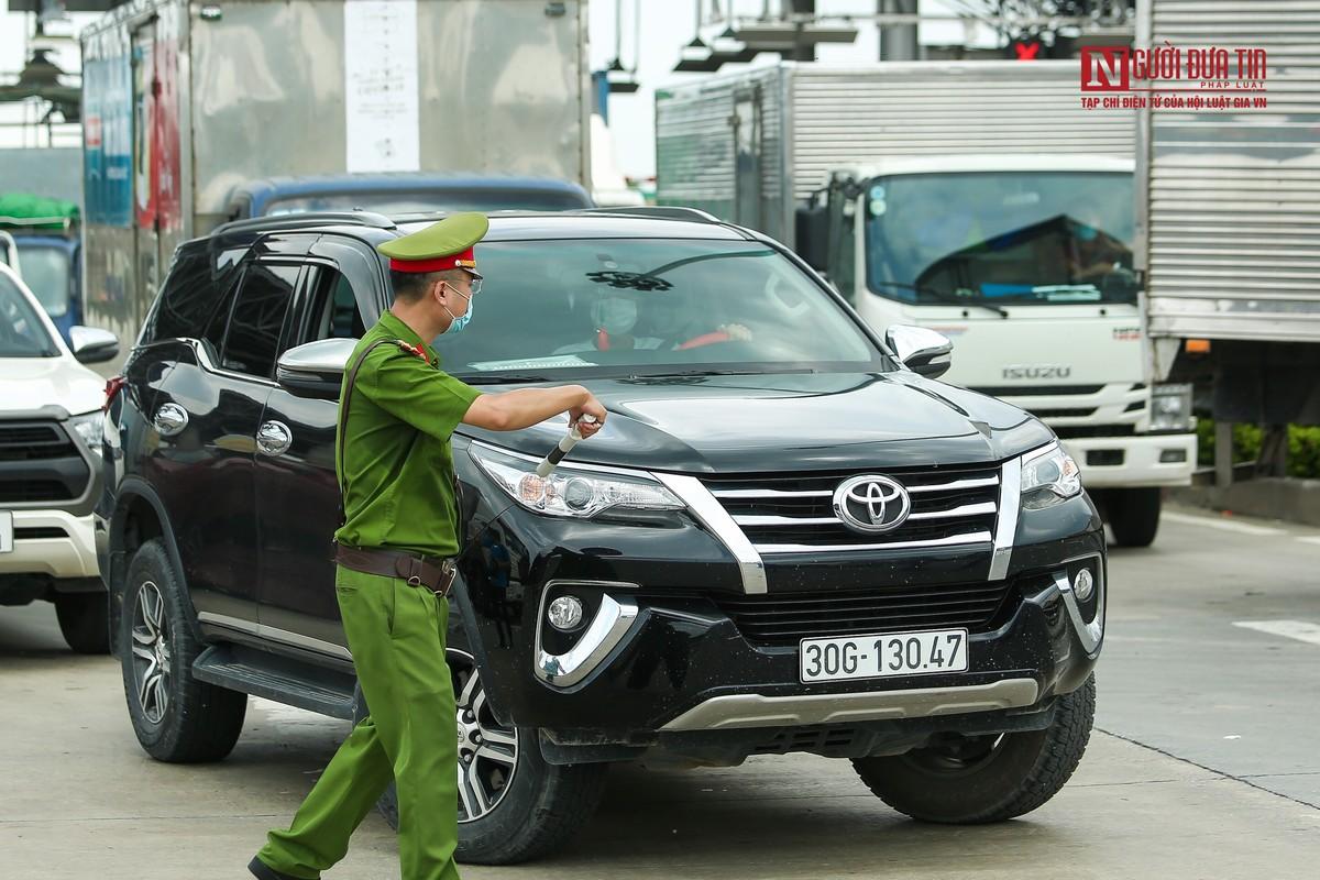 Tai xe di gan 2.000km ra Ha Noi phai quay dau tai cua ngo Thu do-Hinh-6