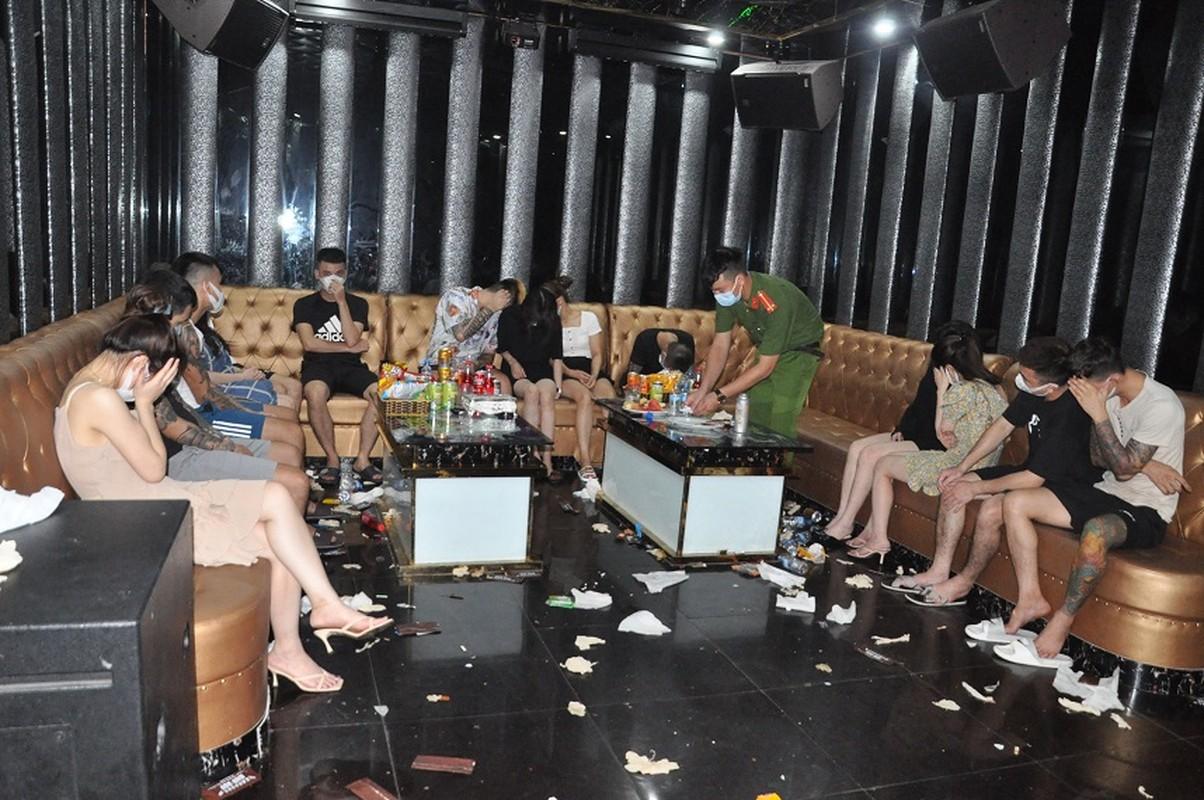 Dot kich Karaoke Bad Boy, hon 40 doi tuong duong tinh ma tuy-Hinh-2