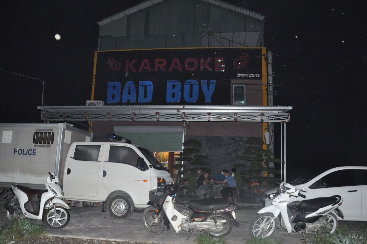 Dot kich Karaoke Bad Boy, hon 40 doi tuong duong tinh ma tuy