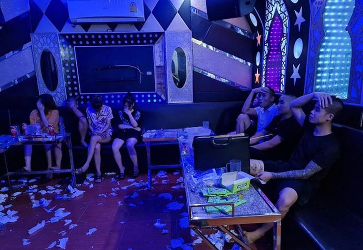 """Karaoke """"chui"""" bat tuan lenh cam: Bi hai nhung cai ket co…1-0-2-Hinh-2"""