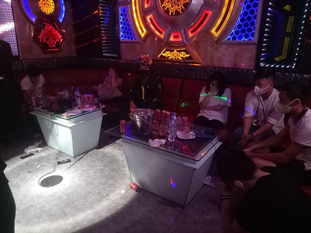 """Karaoke """"chui"""" bat tuan lenh cam: Bi hai nhung cai ket co…1-0-2-Hinh-6"""