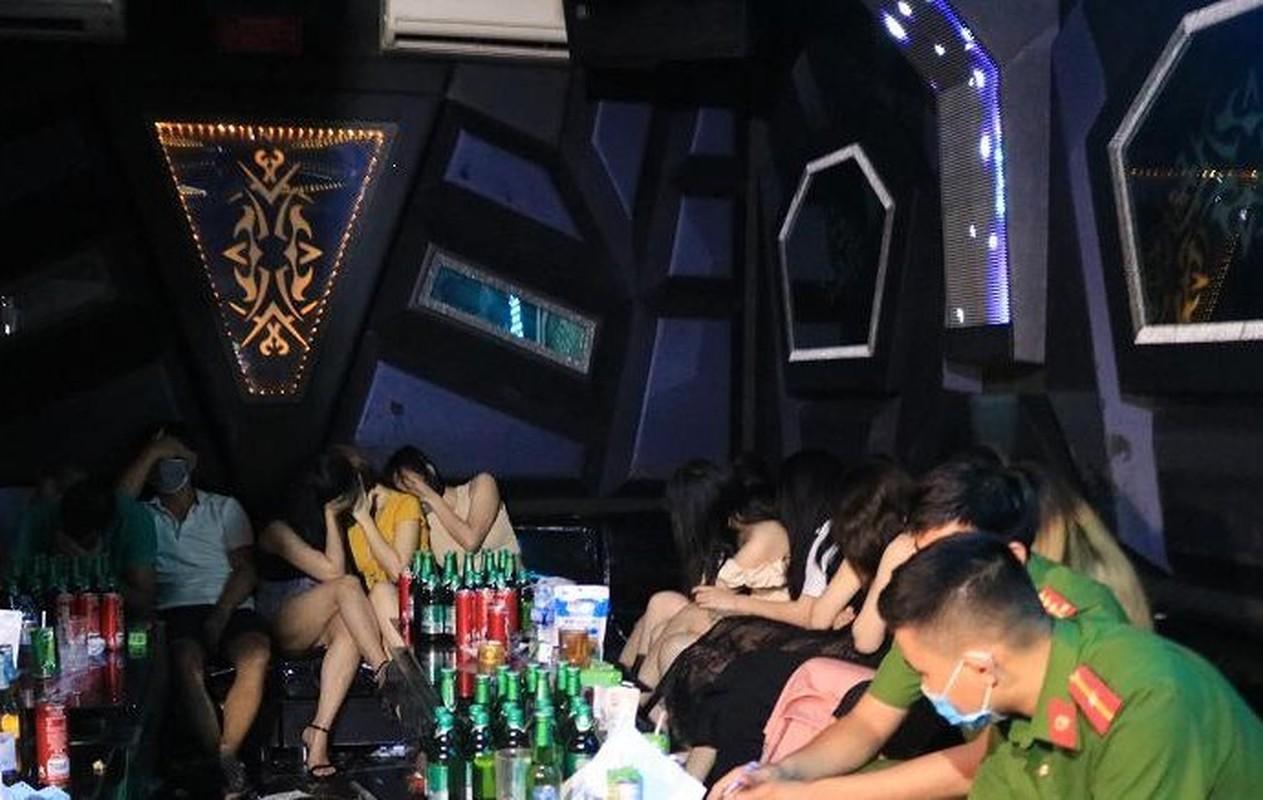 """Karaoke """"chui"""" bat tuan lenh cam: Bi hai nhung cai ket co…1-0-2-Hinh-7"""