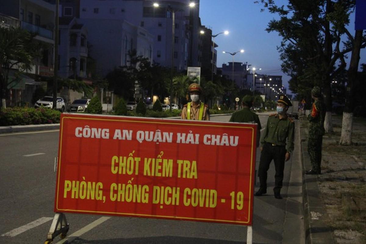 Can canh Da Nang lap nhieu chot kiem tra 'ly do ra duong' sau 18 gio-Hinh-2