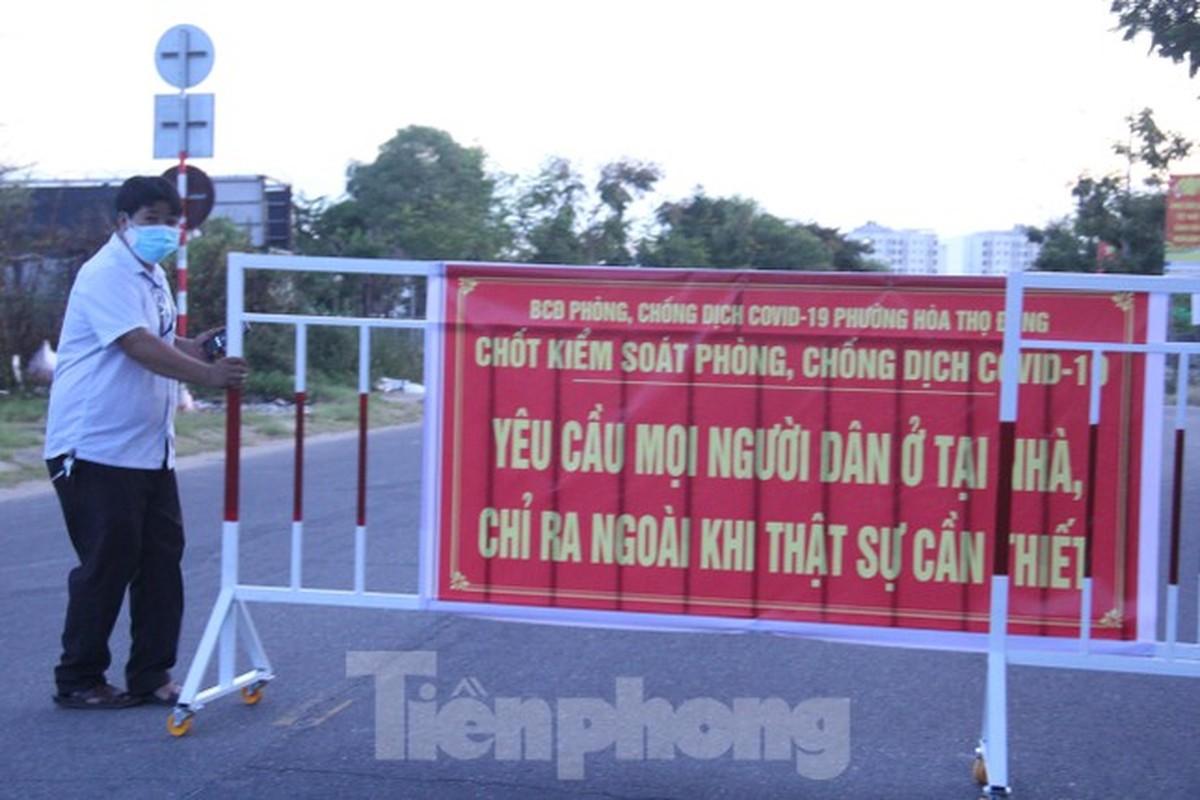 Can canh Da Nang lap nhieu chot kiem tra 'ly do ra duong' sau 18 gio