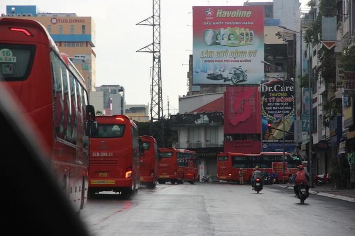 CSGT ho tong 218 tinh nguyen vien Lam Dong vao TP.HCM chong dich-Hinh-6